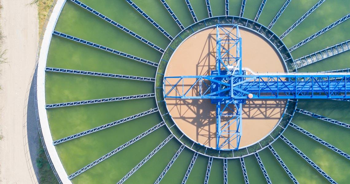 Impianto di depurazione acque reflue visto dall'alto