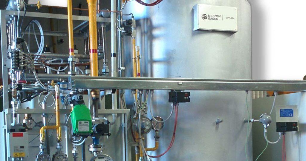 Particolare di un generatore Endogas di Nippon Gases Italia Endogreen per il trattamento termico